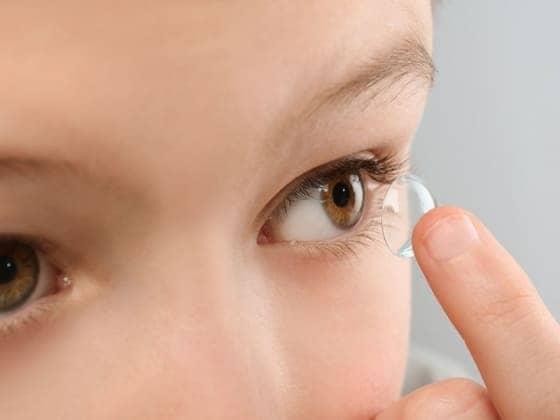 Можно ли детям носить контактные линзы?