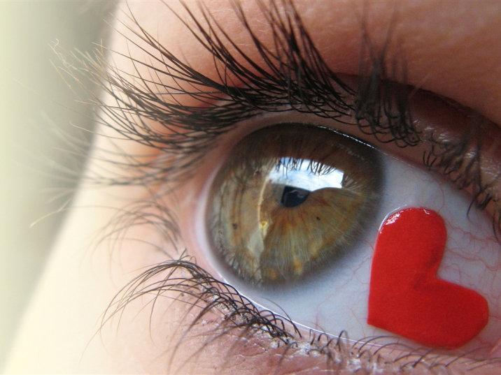 Что делать если лопнули сосуды в глазах?